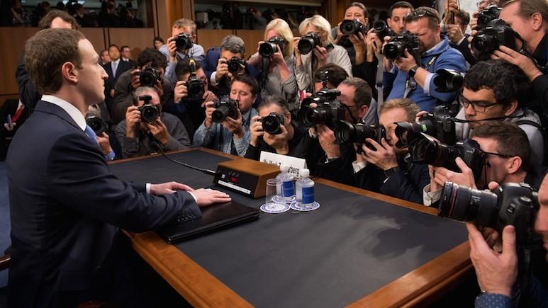 Marc Zuckerberg devant le congrès américain en avril 2018